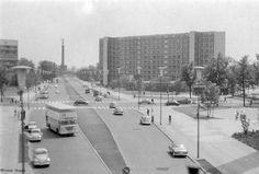 Siegessäule, fotografiert von Bahnüberführung Altonaer Straße, die Querstraße müßte die Bartningallee sein.