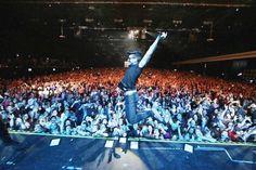 Repost barone_piero  Grazie Sao Paolo per il vostro Grande Amore in questi 2 giorni...e quello di stasera a Porto Alegre sarà il concerto numero 60 in 3 mesi #ilvoloworldwide2016