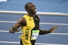 Jamaica's Usain Bolt wins the men's 100-meter final during the athletics competition of the 2016 Summer Olympics at the Olympic stadium in Rio de Janeiro Sunday. | AP #Bolt #Rio2016 #陸上 #リオ五輪 #ボルト