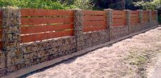 Zaun auf Gabionen