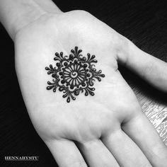 Оу! Сегодня на новогоднюю роспись записались первые мудрые клиенты Рано вы что-то в этом году Но я рада. И вас запишу, если хотите в Новый год красоваться с мехенди или красивыми бровками Официально объявляю предновогоднюю запись открытой _________ # мехендивчите # мехенди # роспись_хной # хна #henna #hennaart #hennaartist #hennadisign #mehndi_by_akruglova #mehndi #mehndiart #mehndiartist #mehndidesign # чита # менди # хна #hennabystu # hennabystu_мехенди # росписьхной # роспи...