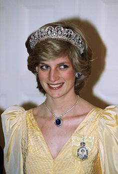 Diana, Princess Of Wales At Government House, Canberra, Australia Wearing The Spencer Tiara, The Royal Family Order Of The Queen And The Saudi Arabia Sapphire And Diamond Necklace. (Photo by Tim Graham/Getty Images) Princess Diana Tiara, Princess Diana Fashion, Prince And Princess, Princess Of Wales, Real Princess, Princess Anne, Lady Diana Spencer, Spencer Family, Princesa Real