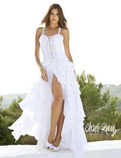 Os presentamos parte de la veraniega colección de vestidos de novia de la firma Charo Ruiz Ibiza.