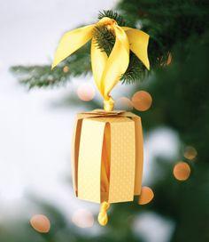 DIY Christmas Ornaments : How to make pretty Christmas ornaments with paper and ribbon Paper Christmas Ornaments, Christmas Ribbon, Ornament Crafts, Diy Christmas Ornaments, Christmas Colors, Christmas Themes, Christmas Tree Decorations, Christmas Holidays, Christmas Crafts
