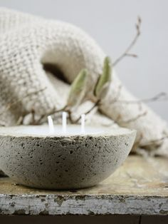 make a candle in my ceramics Homemade Candles, Diy Candles, Diy Wall Art, Diy Art, Wax Tablet, Concrete Candle Holders, Concrete Sculpture, Decoration Christmas, Citronella Candles