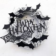 Make your own black and white Halloween wreath to accent your Halloween decor. This mini wreath is super easy to customize and you can adapt the design to create all wreaths in all different sizes to fit your decor style. Grab your Cricut machine and let's get crafting some Halloween decor! DIY Black and White …
