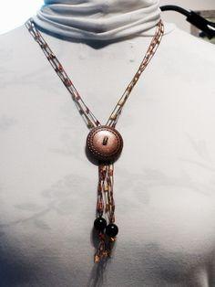 Statement Ketten - Kette aus Bändchengarn mit Knopf - ein Designerstück von Nadeltasse bei DaWanda Band, Pendant Necklace, Etsy, Jewelry, Fashion, Neck Chain, Moda, Sash, Jewlery