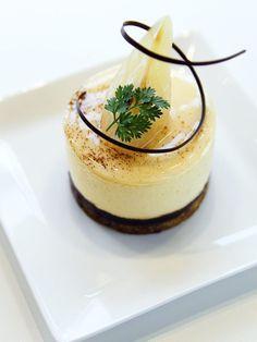 Pear Mousse Gateau | Pâtisserie L'abricotier