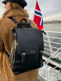 Limited Edition ryggsekk, designet i Norge. Kun 50 stk i hele verden. Leather Backpack, Fashion Backpack, Purses And Bags, Totes, Coin Purse, Backpacks, Random, Leather Backpacks, Bags