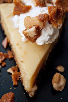 Butterscotch Cream Pie with Gingersnap Crust and Cashew Brittle (via Karen DeMasco) Sweet Pie, Sweet Tarts, Sweet Desserts, Just Desserts, Butterscotch Tart, Pie Recipes, Dessert Recipes, Pie Dessert, Meals
