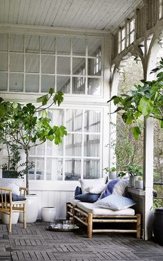 cosy outdoor / jolie terrasse i like how part of it is glassed in and the other part is open porch Outdoor Rooms, Outdoor Living, Outdoor Paint, Outdoor Sofa, Indoor Outdoor, Small Woodworking Projects, Outside Living, Dream Decor, Wabi Sabi