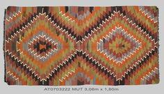 Kilim ancien format carré par Kilims ADA: importateur de kilims anciens, spécialiste du tissage traditionnel, contemporain ou vintage revisité.
