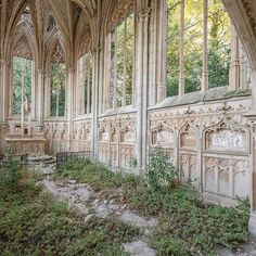 Abandoned chapel in the south of France. by Romain Veillon