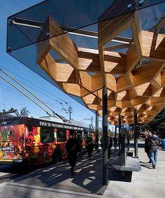 Автобусная остановка из клееной древесины на Университетском Бульваре (Канада) | Примеры домов из клееных панелей