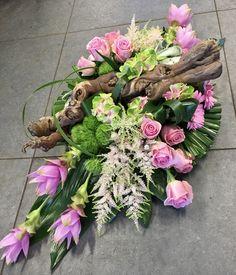 Funeral Tributes, Grave Decorations, Casket, Flower Arrangements, Floral Wreath, Wreaths, Flowers, Crafts, Floral Arrangements