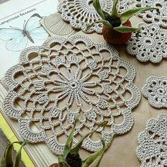 16 Ideas For Crochet Granny Square Purse Beautiful Crochet Placemats, Crochet Doily Patterns, Crochet Art, Crochet Home, Thread Crochet, Love Crochet, Crochet Granny, Crochet Motif, Beautiful Crochet