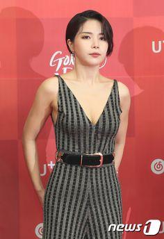 SOLAR Mamamoo Kpop, Fit Women, Sexy Women, Get Skinny Legs, Solar Mamamoo, Korean Actresses, Peplum Dress, Female, Formal Dresses