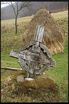Wooden Crosses, Templer, Russian Orthodox, Orthodox Icons, Folk Art, Garden Sculpture, Solar, Carving, Statue