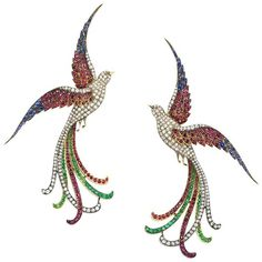 A superb antique brooch in the form of a pair of birds of paradise with diamond bodies and emerald, sapphire and ruby plumage and joined by a pearl at their beaks. The birds separate to form two separate brooches, in sterling silver and gold. Real Gold Jewelry, Bird Jewelry, Seed Bead Jewelry, Animal Jewelry, Turquoise Jewelry, Jewelry Art, Gold Jewellery, Antique Jewellery, Gemstone Brooch
