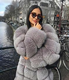 Wish there were really good faux coats Fur Fashion, Winter Fashion, Fashion Outfits, Womens Fashion, Teen Fashion, Chinchilla, Stunning Brunette, Fabulous Fox, Fur Clothing