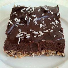 Het resultaat! Chocococo'cheese'cake zonder zuivel! Het recept staat nu op m'n blog! Recipe now on the blog! #cheesecake #dairyfree #zuivelvrij #vegan #nuts #coconut #chocolate #chocolade #kokos #noten #amandel #dadel #date #healthy #healthybaking #gezond #gezondesnack #gezondbakken #lekker #yum #cake #taart #nobake #nobakecheesecake #koelkasttaart #recipe #recept #instafood #instasnack #foodpic