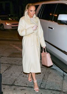 Jennifer Lopez & Alex Rodriguez Step Out for Chic Easter Dinner Date!: Photo Jennifer Lopez keeps it chic and classy while stepping out of her car on Sunday evening (April in West Hollywood, Calif. J Lo Fashion, Daily Fashion, High Fashion, Winter Fashion, J Lopez, Christian Louboutin, Jennifer Lopez Photos, Inspirational Celebrities, Street Style Looks