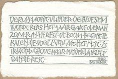 Wenskaarten liggend formaat - Papierschepperij Piet Moerman Calligraphy Letters Alphabet, Calligraphy Handwriting, Diy Letters, Caligraphy, Illumination Art, Decorated Envelopes, Beautiful Lettering, Drop Cap, Letter I