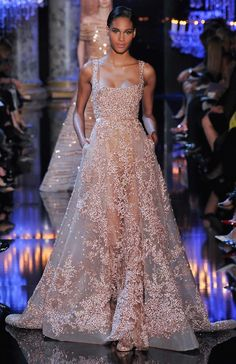 Elie Saab Fall 2014 Haute Couture, Paris :: This Is Glamorous Elie Saab Couture, Haute Couture Paris, Couture Mode, Style Couture, Couture Fashion, Couture 2015, Dress Fashion, Paris Fashion, Fall Fashion