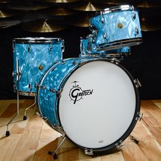 Gretsch USA Custom Bop Drum Kit Peacock Satin Flame Vintage Build Gretsch USA Custom limited edition kit, in the gorgeous peacock satin flame reproduction finish. Vintage Drums, Vintage Guitars, Gretsch Drums, Usa Customs, How To Play Drums, Rock Of Ages, Chicago Shopping, Beautiful Guitars, Drum Kits