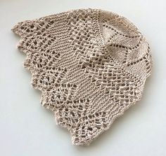 Heirloom Shetland Lace Baby Bonnet by Jill Ireland ~~ Published Spin-off Summer 2000. ~~ [http://knits4kids.com/collection-en/library/album-view/?aid=34496]