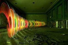 Le Light Painting a été créé par le photographe Man Ray, en 1937. Par la suite Pablo Picasso et le photographe Gjon Mili ont réalisé en 1949 une série de photographie.    Aujourd'hui, le light painting est souvent associé au Street Art grâce notamment à des artistes comme MARKO93