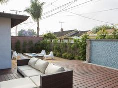 California buyers love homes with indoor-outdoor living vibes. See how Tarek and Christina El Moussa totally transformed two of their summer flips by paying special attention to the outdoor spaces and decking.