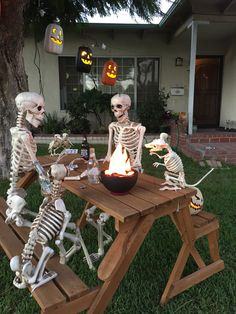 # If you are looking for ideas to decorate your house in Halloween, then you are going to LOVE these DIY Halloween decorations. Keep reading for the most scary, fun, and easy Halloween Decor this year. Halloween Camping, Halloween Outside, Outdoor Halloween, Holidays Halloween, Scary Halloween, Spooky Scary, Halloween House, Halloween 2020, Halloween Stuff