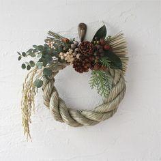 イメージ Noel Christmas, Christmas Wreaths, Christmas Decorations, New Years Decorations, Flower Decorations, Christmas Flower Arrangements, Floral Hoops, Diy Crafts For Gifts, Easter Wreaths