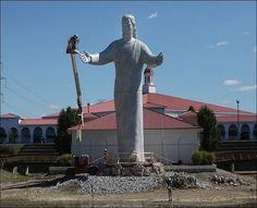 'Touchdown Jesus' statue replaced in Ohio