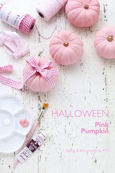 2015、ハロウィンは〜〜〜!|Kawaii~♪Hunter Journal * nagoya Happy Halloween, Chic Halloween, Pink Halloween, Halloween Home Decor, Halloween Birthday, Diy Halloween Decorations, Holidays Halloween, Halloween Themes, Pink Pumpkins