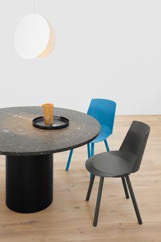 Modern side chair HOUDINI by Stefan @stefandiez in grey and blue oak veneer. Table: HIROKI by Philipp Mainzer. Pendant light: NORTH by Studio Besau Marguerre. / www.e15.com #e15 #marble