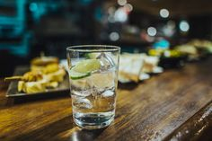 Carbonated (sparkling) water is water that has been infused with carbon dioxide gas. This article takes a detailed look at the health effects of carbonated water. Tonic Syrup, Gin And Tonic, Tonic Water, Mojito, Low Calorie Alcohol, Tapas, Large Wine Glass, Lemon Water Benefits, Best Gin