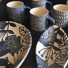 Minding the Corners - Ceramic Arts Network Artist Nicole Pepper . Minding the Corners – Ceramic Arts Network Artist Nicole Pepper, owner of Modhom Sgraffito, Ceramic Cafe, Ceramic Plates, Pottery Pots, Ceramic Pottery, Pottery Ideas, Art Installation, Cerámica Ideas, Clay Cup