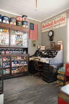 https www.hometourseries.com garage-storage-ideas-makeover-302 - Decorating Ideas for Antique Booth