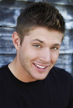 So hard to turn away from those green eyes. Jensen Ackles