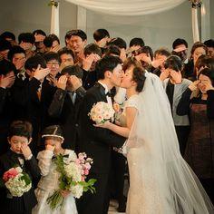>_< cute-!!!  rawy_snap's photo on Instagram #rawysnap #korea # photographer #wedding #wedding photo #photoshoot #로위스냅