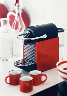 This spring, update your home to include new kitchen essentials and bright colors. The Nespresso Pixie Clips Machine allows you to express your personality and update your décor by giving it a new look with a wide range of clip-on side panels. I Love Coffee, Coffee Art, Coffee Shop, Coffee Lovers, Single Cup Coffee Maker, Starbucks, Hot Chocolate Mug, Best Espresso Machine, Brides
