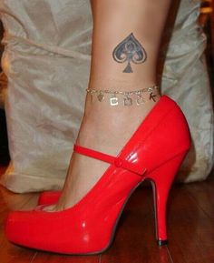 QOS - After a few years the wife just ended up liking some jewelery better than her wedding ring…though she always wore that too. Queen Of Spades Wife, Queen Of Spades Tattoo, Spade Tattoo, Naughty Wife, Ankle Chain, Ankle Bracelets, Sexy Heels, Anklets, Fashion Shoes