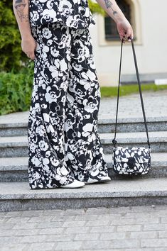 Black and White Summer Look White Shoes, Summer Looks, Black And White, Floral, Skirts, Blog, Dresses, Fashion, Black White