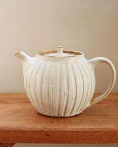 益子焼のポット入荷してます ティーポットで手作りの茶漉し付きです しのぎの美しいドレープです #益子焼き #器#ティーポット#雑貨屋#雑貨#岡山#ホーム#HOME#zakkaHOME#igs_photo#ig #teapot #pot #instadiary