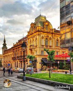 Kralja Petra Street es una de las calles más antiguas de Belgrado, Serbia. En esta calle, la primera librería en Belgrado, la primera farmacia y un hotel se abrieron, y su arquitectura es una mezcla de diferentes estilos, una mezcla única de lo antiguo y lo nuevo.