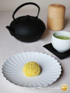 Beautiful Wagashi with japanese plate. (Bland: 1616/arita japan) 和菓子とモダンな有田焼。すてきなテーブルコーディネート掲載中 #wagashi #japanfanclub_jp