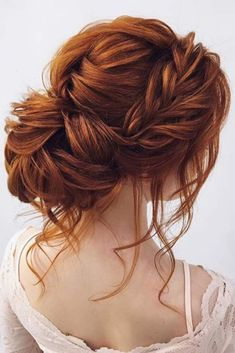 Braided prom hair updos may be considered in case you opt for a more classic style that reflects tender beauty. So, read on to learn what's in trend and pick the best hairstyle for the special occasion. #promhairstylesforlonghair #promhairstyles#promhair #homecominghairstyles