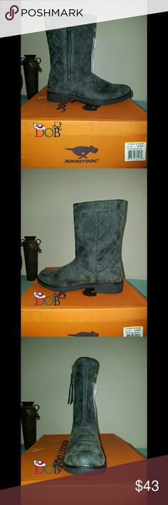 Rocket Dog Size Women's Boots Gary 8.5M New With Box? Size: 8.5M? Brand: Rocket Dog? Heel: 1.00 inches? Material: Synthetic? Color: Black? Toe-Shape: Round Toe? The boot shaft measures approximately 9.00 inches tall and has an opening of 13.00 inches.? If you have any question or need additional image before buying please contact me. Thank you? Rocket Dog Shoes Winter & Rain Boots